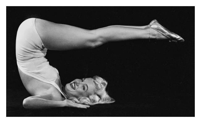 Marilyn Monroe doing Yoga in 1948 (9) Lola Who fashion blog feature